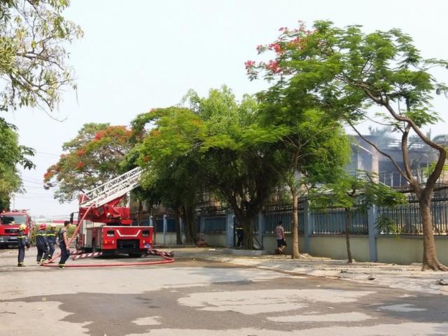 Cháy lớn tại công ty chuyên sản xuất cáp điện - 4