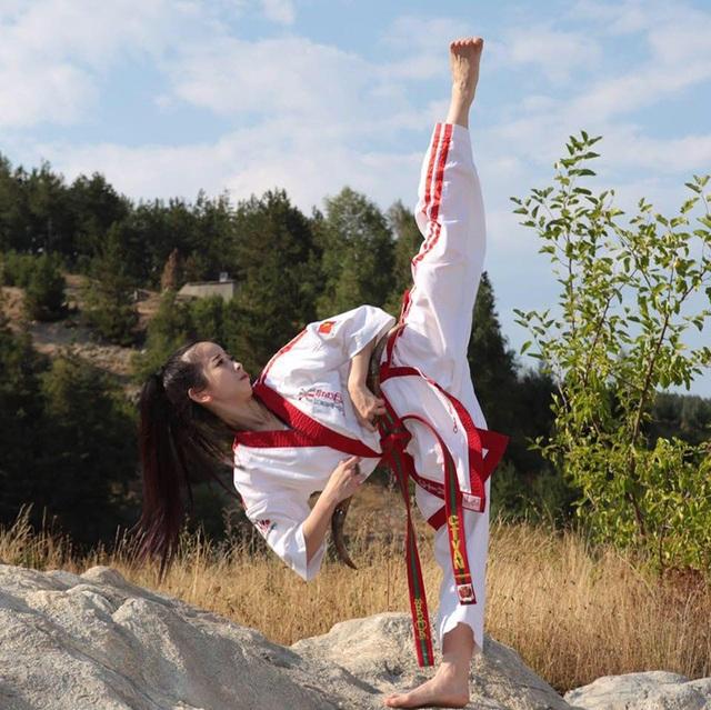 """""""Hot girl Taekwondo"""" với dáng chụp ảnh độc đáo """"đố ai bắt chước"""" - 10"""