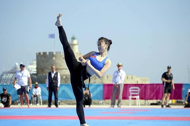 Trên sân đấu, Châu Tuyết Vân là một vận động viên chuyên nghiệp nhưng ngoài đời thường, cô gái trẻ lúc nào cũng nhí nhảnh, dễ thương.
