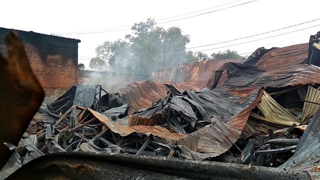 Khói lửa cuồn cuộn tại nhà xưởng nệm mút