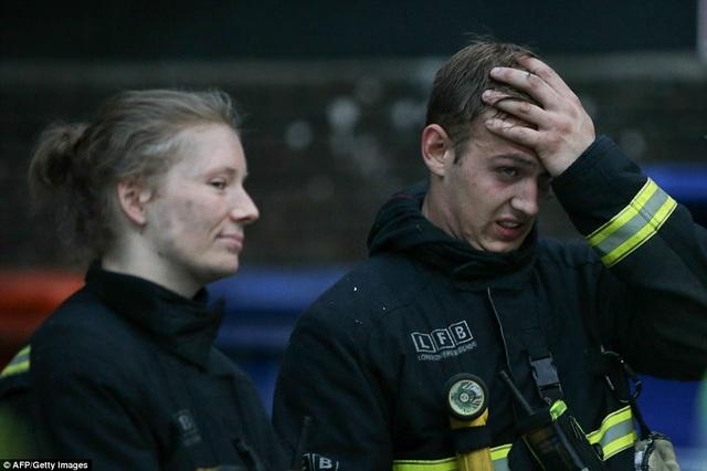 Khoảng 200 lính cứu hỏa và 40 phương tiện cứu hỏa đã được huy động tới hiện trường để dập tắt đám cháy. (Ảnh: AFP)