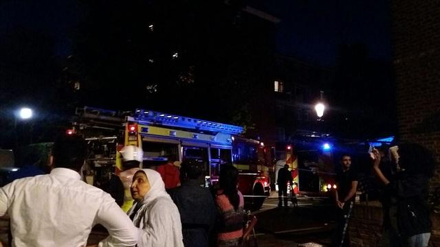 Lực lượng cứu hỏa London nhận được cuộc gọi khẩn cấp vào lúc hơn 1h sáng nay. Sau đó khoảng 200 lính cứu hỏa và 50 phương tiện chữa cháy đã được huy động tới hiện trường để khống chế đám cháy.