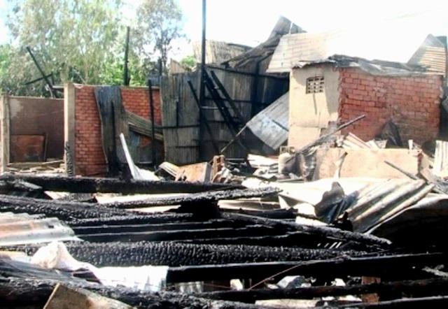 Cháy hỏa hoạn đã thiêu rụi hoàn toàn 12 chăn nhà, 02 căn bị cháy thiệt hại trên 70%, ước tổng thiệt hại khoảng 1,5 tỷ đồng