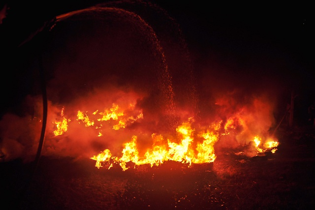 Ngọn lửa bùng phát lúc 2h30 sáng khi người dân đang chìm trong giấc ngủ.
