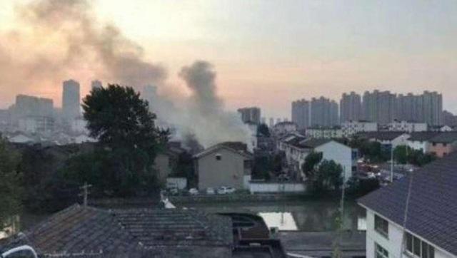 Đám cháy bùng lên lúc rạng sáng. (Ảnh: SCMP)