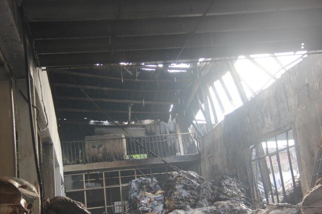 170 cảnh sát khống chế vụ cháy cực lớn tại công ty bao bì - 3