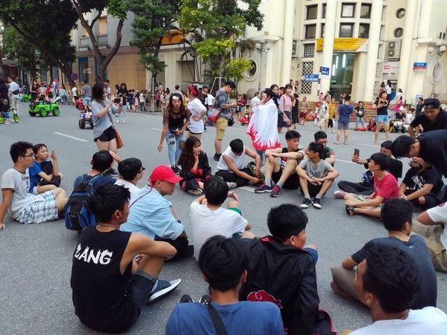 Hàng trăm bạn trẻ đã tham gia sự kiện khởi phát từ mạng xã hội này