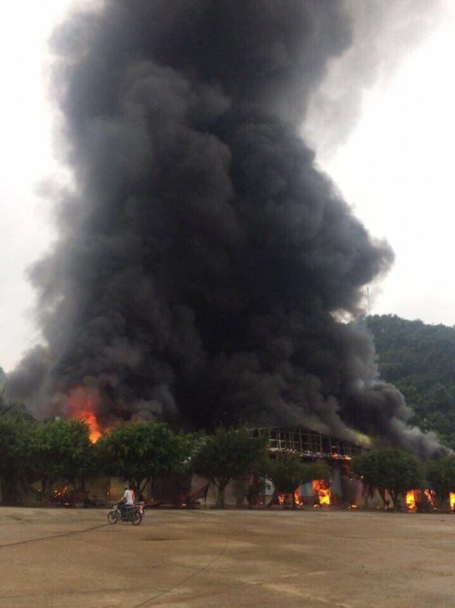 Hiện trường vụ cháy chợ Hữu Nghị. (Ảnh: CTV).