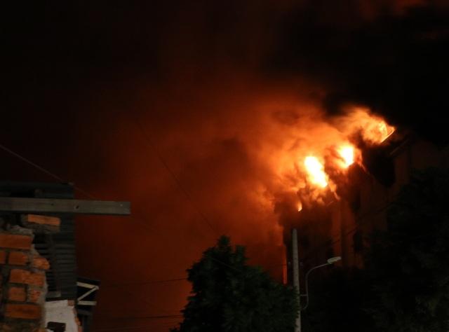 21h ngày 23/3 ngọn lửa ở công ty may bùng phát dữ dội