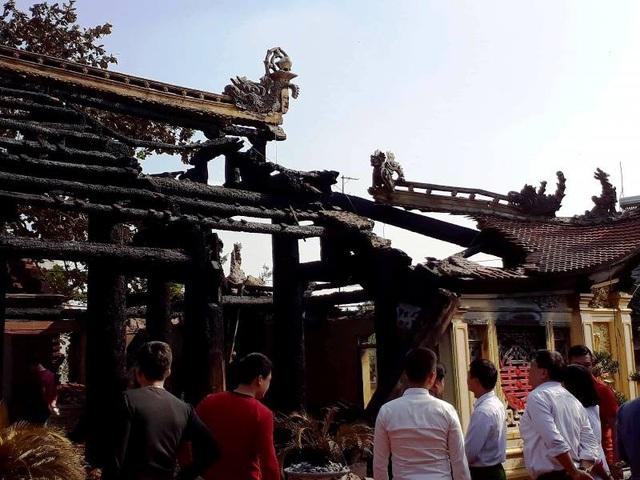 Người dân cho xót khi thấy ngôi đình hàng trăm năm tuổi bị thiêu rụi