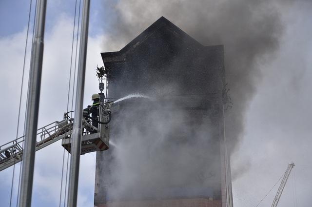 Đám cháy cơ bản được khống chế vào lúc 12h30