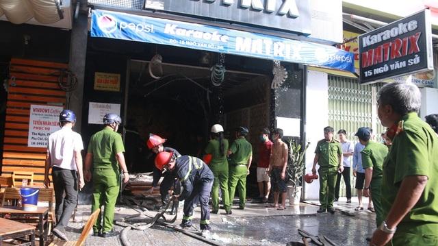Lực lượng chữa cháy tiếp cận hiện trường