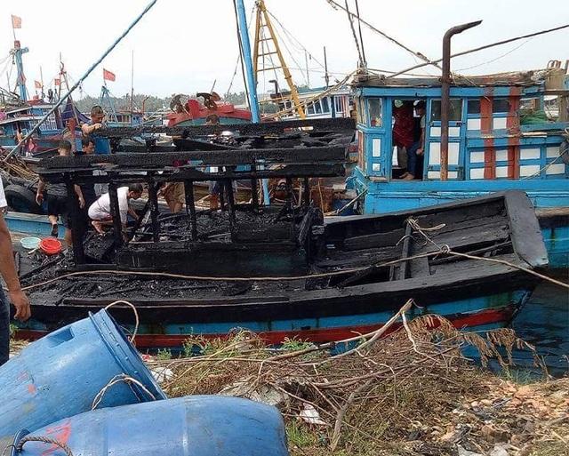 Vụ cháy 3 tàu cá gây thiệt hại gần 300 triệu đồng