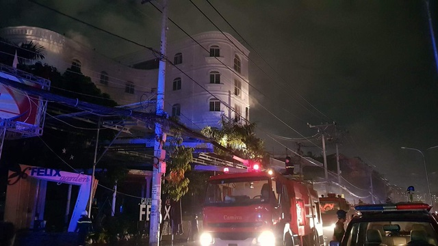 Nhà hàng kinh doanh karaoke - cà phê nằm ở vị trí có nhiều điện trung thế nên công tác chữa cháy gặp khó khăn