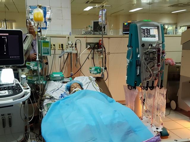 Vụ tai biến y khoa nghiêm trọng khiến 18 người đang chạy thận nghi sốc hàng loạt, 7 người tử vong, 1 người vẫn đang trong tình trạng rất nặng. Ảnh: H.Hải