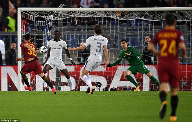Ngay giây 38, El Shaarawy đã khiến lưới của Chelsea rung lên với của dứt điểm bằng má ngoài chân phải