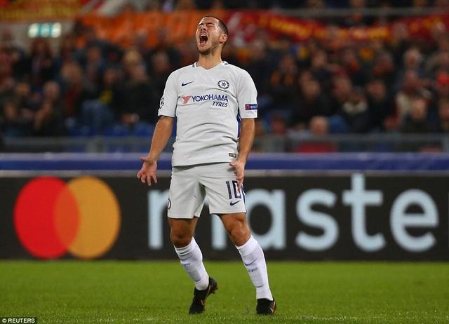 Hazard tiếc nuối sau khi bỏ lỡ một cơ hội ghi bàn