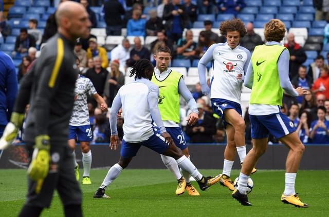 Các cầu thủ Chelsea khởi động trước trận đấu với Arsenal