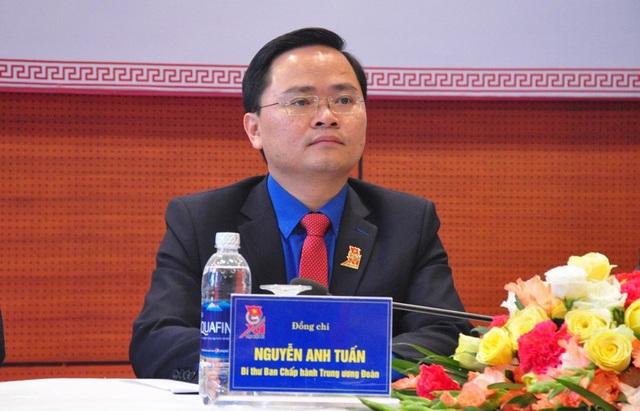 Bí thư TW Đoàn Nguyễn Anh Tuấn khẳng định các ấn phẩm, quà tặng cho đại biểu ĐH Đoàn toàn quốc XI đều sử dụng từ nguồn vốn xã hội hóa, không dùng một đồng của ngân sách nhà nước.