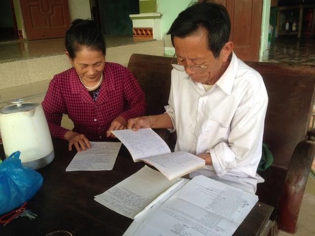 """Vợ chồng ông Đậu Xuân Bách và bà Nguyễn Thi Xuân là những thành viên chủ chốt của câu lạc bộ, ông bà cũng """"bén duyên"""" nhau từ hát chèo."""