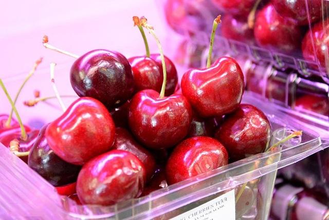 Cherry đang được dân Sài Thành rất thích vì vị ngon, đẹp mắt