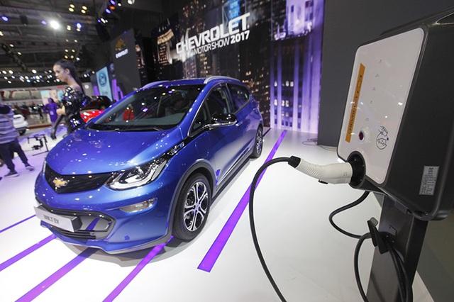 Mẫu xe điện Chevrolet Bolt EV tại triển lãm Vietnam Motorshow 2017
