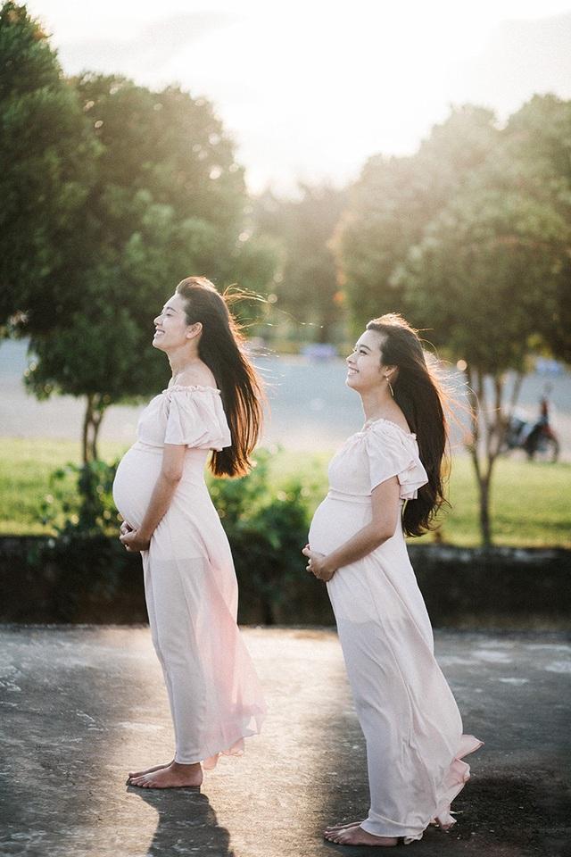 Niềm hạnh phúc của hai bà mẹ tràn đầy trong từng khuôn hình