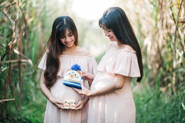 Hai chị em ruột Vân Anh và Nguyệt Anh hạnh phúc khi cùng mang bầu