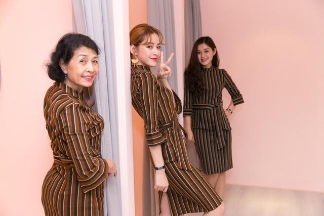 Chi Pu cùng mẹ và chị gái.