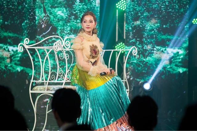 Bất ngờ quyết định lấn sân ca hát, hot girl đình đám số 1 Việt Nam liên tiếp nhận phản ứng trái chiều về giọng hát.
