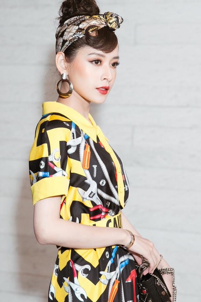 Xuất hiện trên thảm đỏ, nữ diễn viên Chi Pu phô diễn cá tính với trang phục cùng túi và vòng tay. Chính vì thế, Chi Pu đã vinh dự chiến thắng giải Nữ diễn viên phong cách nhất năm, đồng thời cô cũng vào top 3 đề cử Người có phong cách thời trang ảnh hưởng nhất trên mạng xã hội.