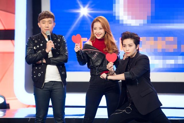 Tại vòng 5, khi được yêu cầu thể hiện điệu nhảy Jive, nữ diễn viên 9x liền kéo theo Gil Lê và cả hai đã có màn nhảy đôi ngẫu hứng mà đáng yêu, mang lại tiếng cười sảng khoái cho khán giả.