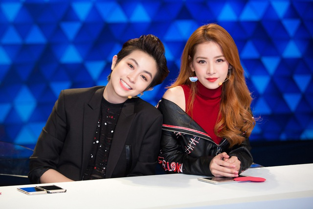 Cả hai cũng khiến khán giả bất ngờ với sự kết hợp ăn ý cùng khả năng suy luận sắc bén. Xuất sắc đoán trúng 4/5 phần thi, Chi Pu và Gil Lê đã giành giải thưởng của chương trình.