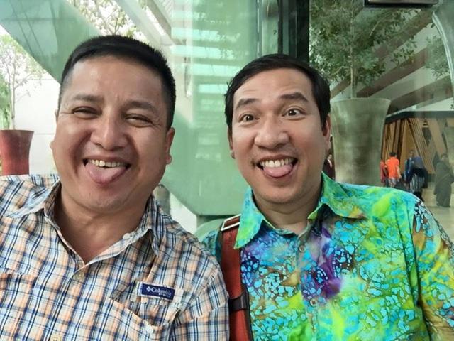 Danh hài Chí Trung và Quang Thắng nhí nhảnh, xì tin trêu đùa khán giả.