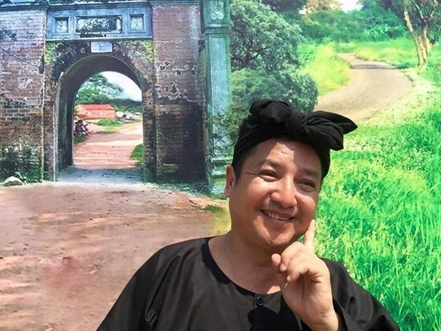Chí Trung bày trò tại hậu trường quay chương trình Quay Lục lạc vàng.