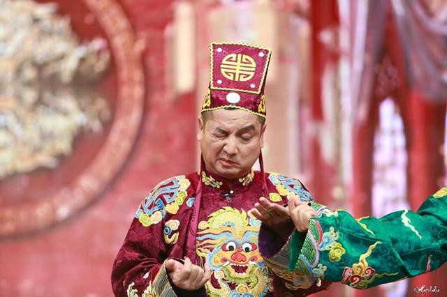 Biểu cảm khó đỡ của nghệ sĩ Chí Trung trong chương trình Táo Quân.