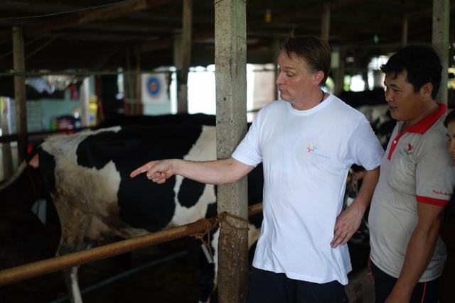 Chia sẻ kinh nghiệm thực tế từ chăn nuôi giữa các nông dân được cho là có sự lan tỏa tốt hơn