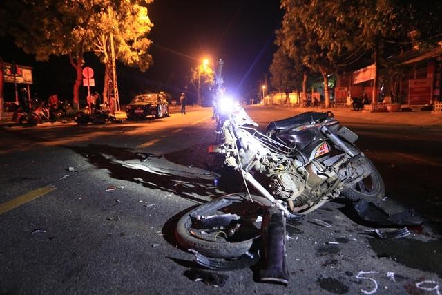 Chiếc xe máy bị nát bét