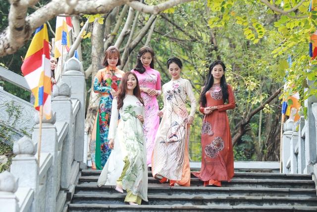28 người đẹp Kinh Bắc thướt tha áo dài lên chùa Phật Tích - 2