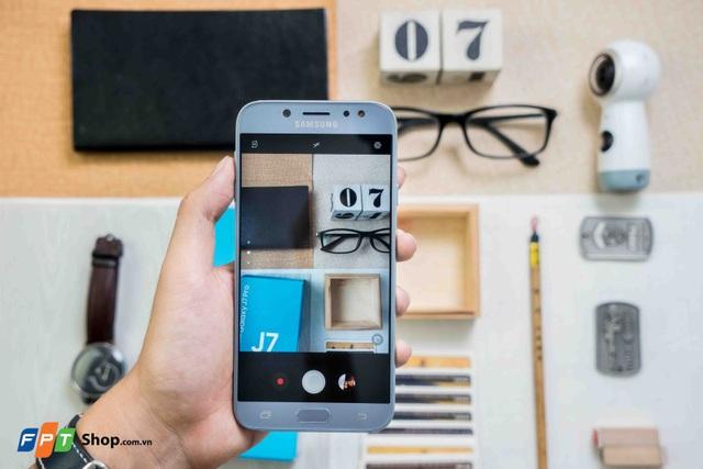 Galaxy J7 Pro hiện đang được bán tại FPT Shop với giá 6,99 triệu đồng, gồm 3 phiên bản màu Blue Silver, Black và Gold