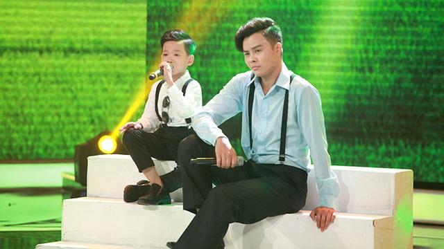 Minh Chiến và ca sĩ Võ Minh Lâm có tiết mục song ca vô cùng hòa quyện.