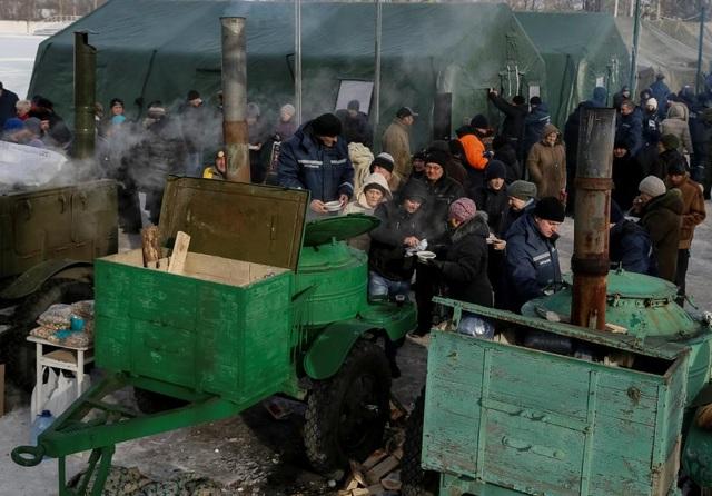 Chiến sự ác liệt khiến cuộc sống của người dân địa phương trong mùa đông khắc nghiệt càng trở nên khó khăn. (Ảnh: Reuters)