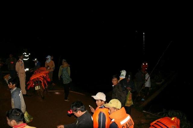 Vụ chìm thuyền ở Đắk Nông: Trục vớt thi thể 2 nạn nhân, bé trai 10 tuổi vẫn mất tích - 3