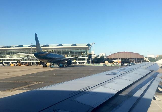 2 chuyến bay đến Cảng Hàng không quốc tế Đà Nẵng mới đây phải chuyển hướng vì vướng... giàn phun bê tông.