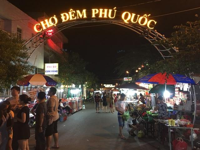 Chợ đêm là nét đặc trưng của Phú Quốc.