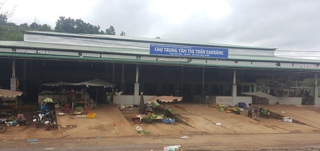 Chợ mới được xây dựng khang trang nhưng váng bóng khách hàng