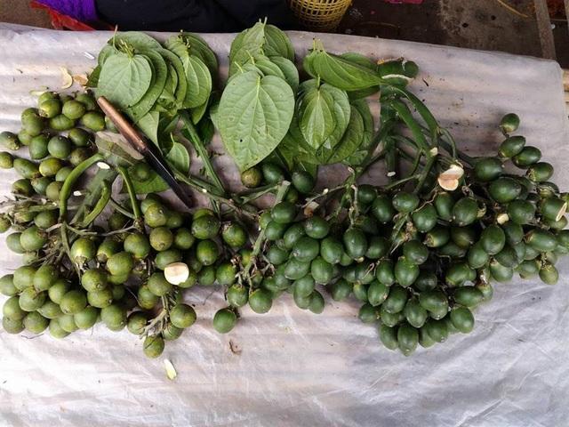 Chợ Tết ở quê không thiếu được mặt hàng trầu cau.