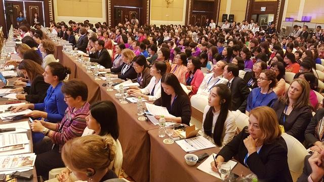 21 nền kinh tế thế giới đang tham dự nhiều phiên họp quan trọng tại Diễn đàn Phụ nữ và Kinh tế APEC 2017 ở TP Huế từ 26-29/9