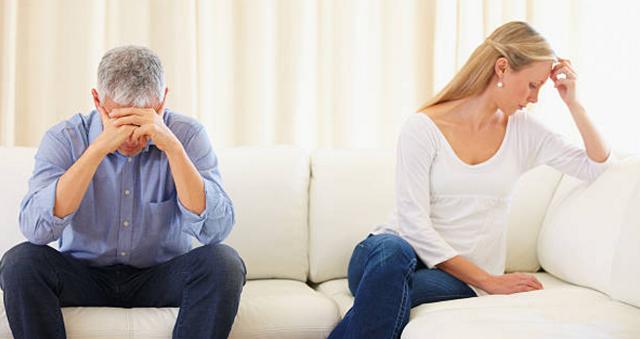 Phát hiện chồng ngoại tình sau 30 năm chung sống - 1