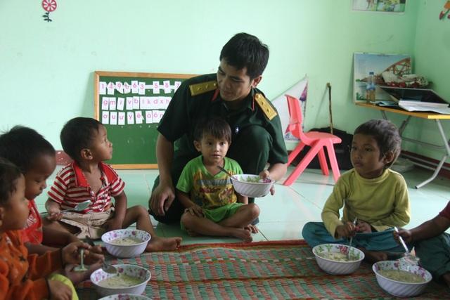 Bữa ăn của trẻ em mầm non huyện miền núi Sơn Tây, Quảng Ngãi
